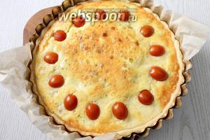 Выпекаем при 180°С в течение 40-45 минут, ориентируйтесь по вашей духовке. Тёплый пирог нарезаем на кусочки и подаём к столу. Приятного аппетита!