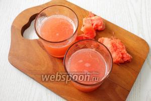 С грейпфрутов выжимаем сок, получаем 250 мл сока. Сок процеживаем.