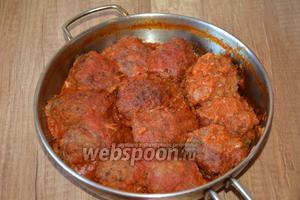 Готовое блюдо подавать в горячем виде, посыпав сверху измельчённым укропом. Приятного аппетита.