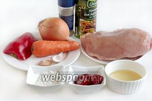Для приготовления подливы возьмём все продукты по списку: куриное филе, лук репчатый, чеснок, сладкий перец, чеснок, томатную пасту, морковь, растительное масло, немного муки, соль и специи по вкусу. Если едоков больше 3, то количество составляющих нужно увеличить.