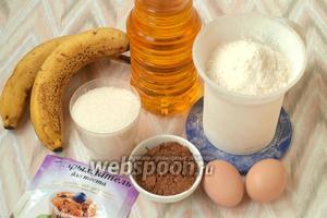 Для приготовления маффинов нам понадобятся следующие продукты: мука, какао, сахар, разрыхлитель, яйца, подсолнечное масло и бананы.