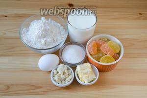 Для булочек с мармеладом нам понадобится мука, яйца, сливочное масло, молоко, сахар, соль, сухие дрожжи, мармелад, а также штрейзельная крошка.