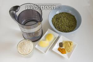 Подготовьте рис, маш, воду, топлёное масло, пряности.