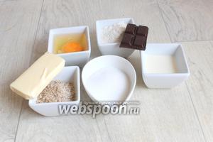 Делаем теперь шоколадный бисквит. Нам нужен сахар, масло, какао, шоколад, мука, яйцо, миндаль.