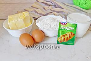 Приготовим все ингредиенты: муку просеянную, дрожжи сухие, яйца куриные, соль, сахар, масло сливочное и растительное.