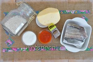 Подготовим продукты: рис, рыбу, сыр, сливки и соус, немного мускатного ореха.