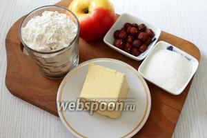 Для приготовления нам понадобятся яблоки, сахар, сливочное масло, мука пшеничная и орехи.