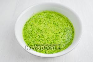 Зелёные листья, смесь соков, 40 мл масла и 1 зубчик чеснока пюрировать. Посолить (1 щепотка). Соус готов. Подавать соус к зелёным салатам с овощами и фруктами.