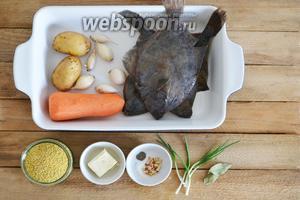 Подготавливаем ингредиенты: камбалу, картофель, морковь, лук, пшено, сливочное масло, сушёный сельдерей, чёрный перец, соль, зелёный лук и лавровый лист.