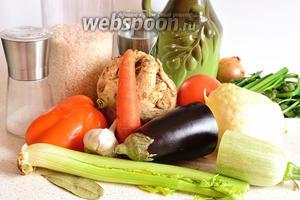 Подготовим продукты для постного плова: помидоры, баклажан, кабачок, сельдерей 2 видов, зелень, морковь, репчатый лук, чеснок, лавровый лист, чёрный перец, капусту, рис круглозернистый, кипяток, соль и немного растительного масла.
