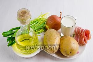 Чтобы приготовить суп, нужно взять воду, картофель, лук, черемшу, масло подсолнечное, сливки, соль, перец, бекон.