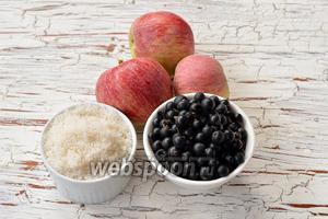 Для работы нам понадобятся яблоки, сахар, чёрная смородина.