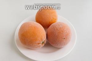 Апельсины нужно промыть, обдать кипятком и на ночь положить в морозилку.