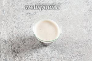 Растапливаем желатин при подогреве жидкости (2 серии по 15 секунд в микроволновке на режиме «оттаивание», мешать в перерыве).