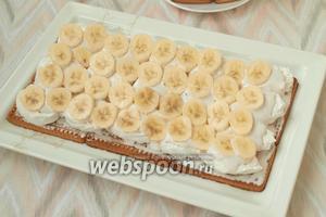 Далее выложить слой из бананов.