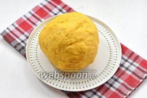 Должно получиться мягкое, приятное тесто. Отправить тесто в холодильник на 1 час и оно будет готово к работе.