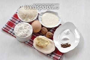 Для работы нам понадобится мука, яйца, сахар, сливочное масло, сметана, пищевой аммоний, сода, какао, грецкие орехи.