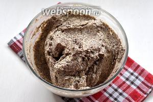Для торта используется маковый крем.