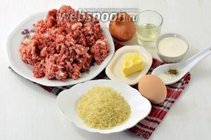 Для работы нам понадобится свиной фарш, рис, сметана, яйца, сливочное масло, подсолнечное масло, соль, перец.