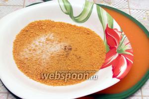 В панировку добавить соли (1 ч. л.) и перца (3 щепотки).