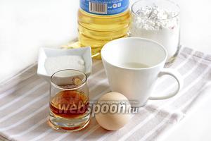 Для пиготовления хвороста — урама возьмём яйцо, молоко, коньяк, муку, сахар, растительное масло. Нам так же понадобится сахарная пудра для обсыпки готовых изделий.