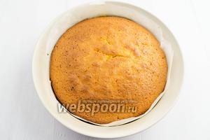 Готовый пирог в форме вынуть из духовки. Остудить немного.
