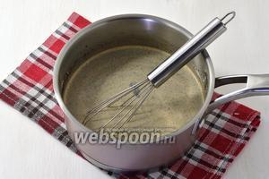 Довести до кипения 350 мл молока. Добавить кофе (6 ч. л.), выключить огонь и оставить под крышкой на 5 минут. Процедить.