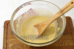 Влить постепенно кофе с молоком, растирая смесь.