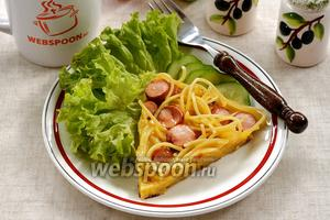 Запеканка из макарон с сосисками на сковороде