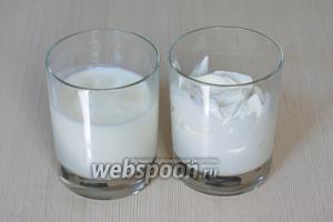 Для домашнего сливочного сыра понадобится всего два ингредиента — натуральный йогурт (без добавок) и жирная сметана (лучше 30% жирности). По желанию можно добавить щепотку соли, чтобы сыр был менее пресным.