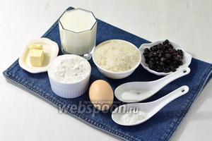 Для работы нам понадобится мука, сахар, сода, соль, разрыхлитель, яйцо, черника, сливочное масло.