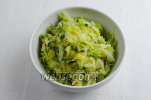 Приготовить капусту (450 г) согласно совету  «как жарить капусту».
