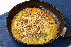 Картофельный пирог на сковороде готов.