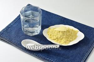Для работы нам понадобится кукурузная мука мелкого помола, соль, вода.