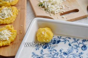Выкладываем шарики в смазанную маслом (15 г) форму.
