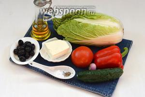 Для работы нам понадобится пекинская капуста, помидоры, огурцы, лук, сладкий перец, Фетакса, маслины, оливковое масло, соль, смесь прованских трав.