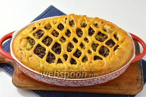 Выпекать в предварительно разогретой до 190°С духовке до готовности (приблизительно 35 минут). Пирог с куриными сердечками готов.