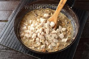 Соединить филе и грибную смесь. Готовить 1 минуту.
