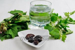 Чтобы приготовить чай, нужно взять свежие листья смородины и малины, сухие плоды шиповника, воду.