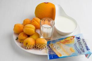 Чтобы приготовить десерт, нужно взять абрикосы, сливки, желатин, воду, сахар, апельсин.