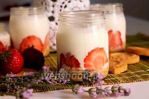 Клубничный десерт с печеньем