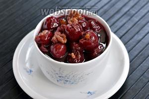Варенье из черешни с орехами готово.