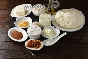 Для работы нам понадобится творог, сливочное масло, яйца, мука, какао, сахар, разрыхлитель, подсолнечное масло, апельсиновая цедра, молоко, изюм.