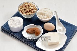 Для теста нам понадобится жареный арахис, сливочное масло, сахар, мука, разрыхлитель, яйца, варёное сгущённое молоко.