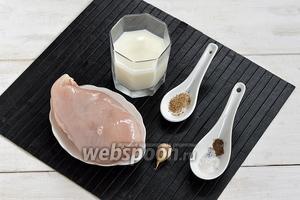 Для работы нам понадобится куриное филе, молоко, чеснок, соль, перец, молотый кориандр.