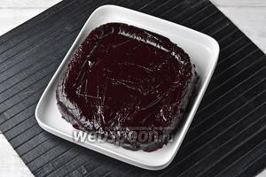 Вынуть мармелад из формы, снять пищевую плёнку. Мармелад из чёрной смородины готов.