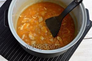Переключить мультиварку в режим «Тушение» и готовить 30 минут.