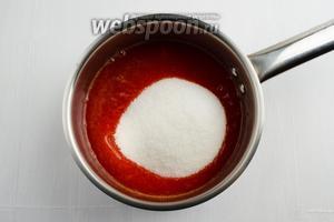 Добавить к пюре из алычи сахар (300 г). Перемешать.
