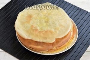 Если у вас сковорода не очень большого диаметра, то у вас получится 12-15 блинов.