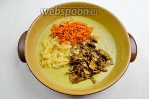Лук, морковь и грибы обжарить отдельно в топлёном масле (60 г). Добавить в гороховое пюре. Перемешать.